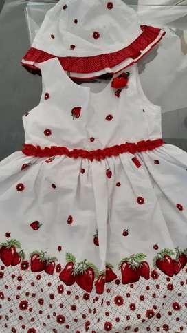 Vestido de fiesta blanco con frutillas (s/uso)