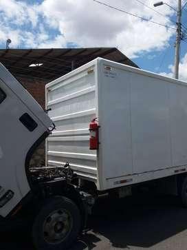 Vendo furgon de NPR 2 metros de alto 2.12 de ancho 4.50 largo en buen estado