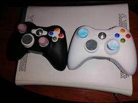 Consola x-box 360, kinect, juegos, dos controles y forros