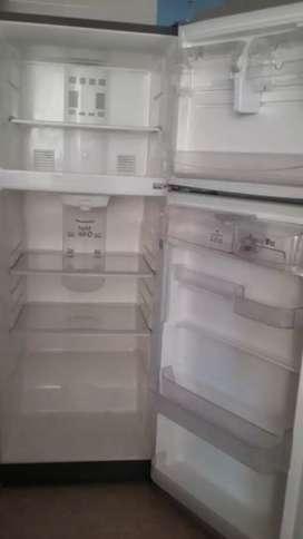 Se vende nevera, lavadora y máquina para zapateria
