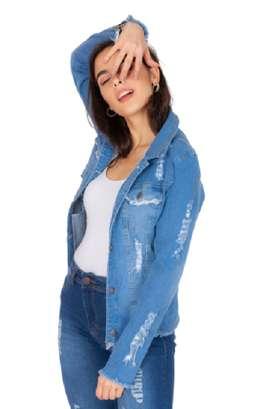 Campera de jean con roturas- talles chicos y grandes