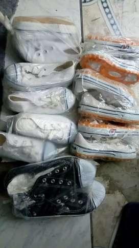 Zapatillas de lona de niños 7 pares x 70 soles nuevo