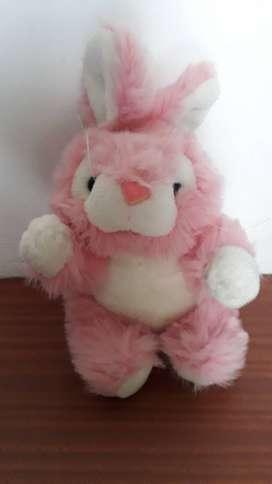 Coneja de peluche color rosa