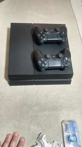 Vendo Play Station 4 con 2 Joysticks