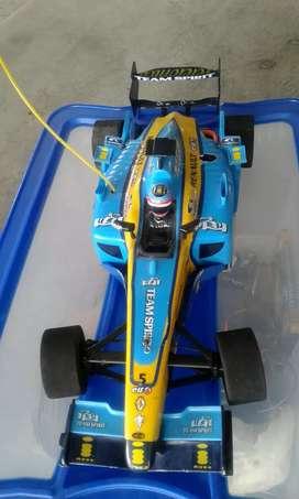 Se vende carro con gasolina  nitro fórmula 1 -75 km/h con todo que se ve en fotos