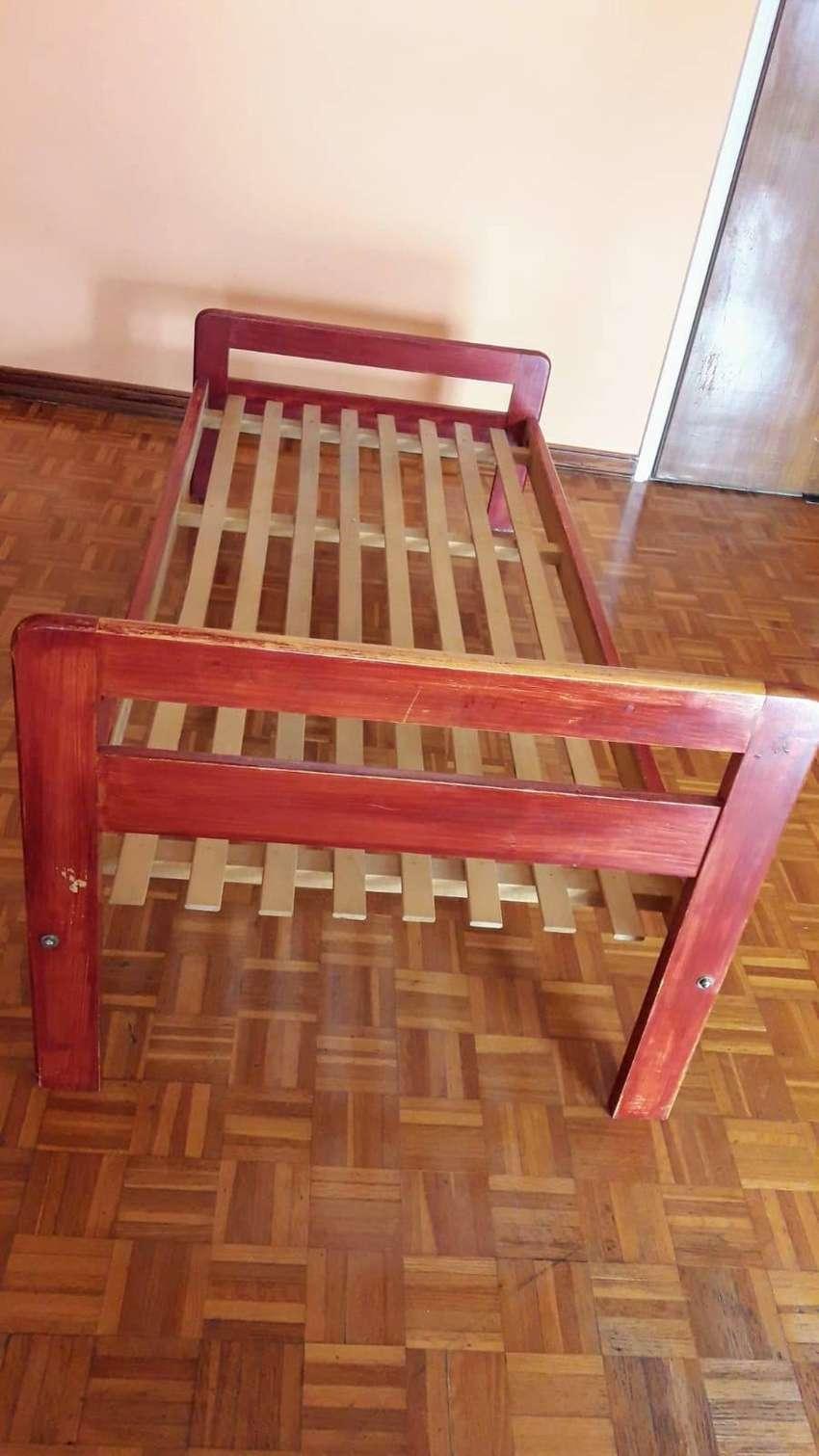 cama de una plaza de pino color 1,90m x 80cm