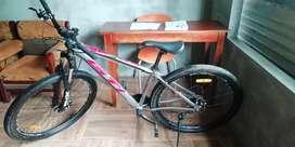 Se vende bicicleta montañera 250$ hasta 200$