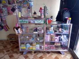 Vendo local variedad juguetes bisutería de hogar tablas ranurados vitrina ganchos