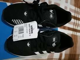 Zapatilla Marca Adidas talla 33.5  de niño