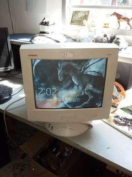 3 Monitores 480dpi de 14 pulgadas compac