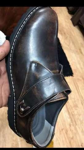 Zapatos  de cuero para hombres nuevos sin uso  número 43