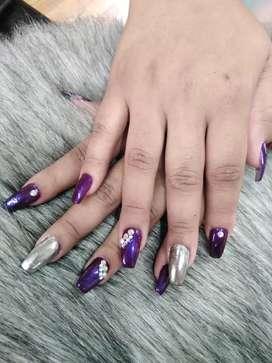 Ofrezco un empleo de manicurista