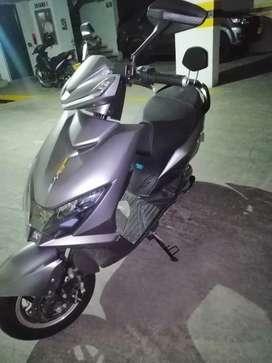 Moto eléctrica marca Aima de 1200 watts