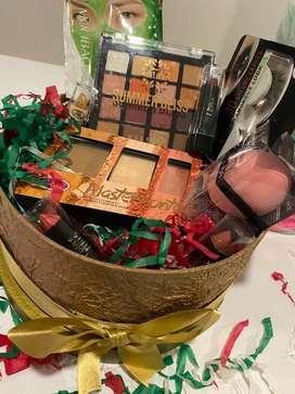 Espectacular caja llena de maquillaje