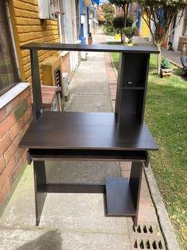 Mueble auxiliar para computador de mesa