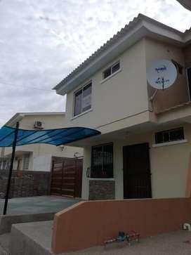 Se alquila casa en Urbanización Sariland