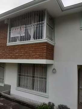 Rento Casa en la Av. Atahualpa