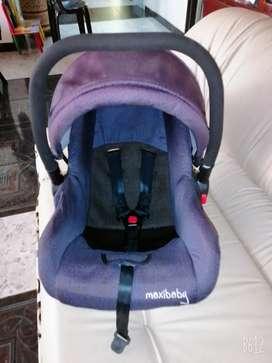 Cargador de bebé para carro