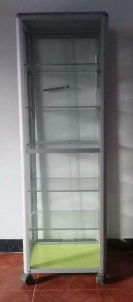 Se vende vitrina precio negociable