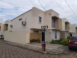 Vende casa 2 plantas Urbanización ARBOLETA
