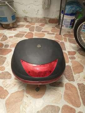 Se vende baúl para moto