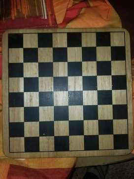 Vendo tabla de ajedrez  sólida de madera