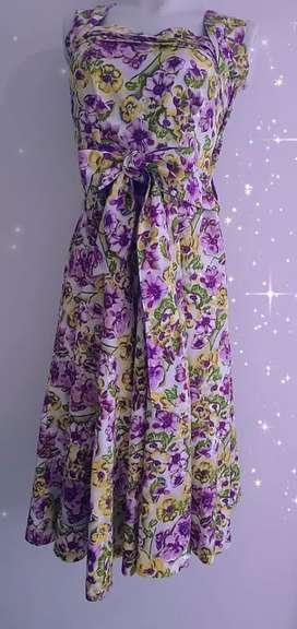 Vestido en tela Florida talla s con drapeado en escote y mangas