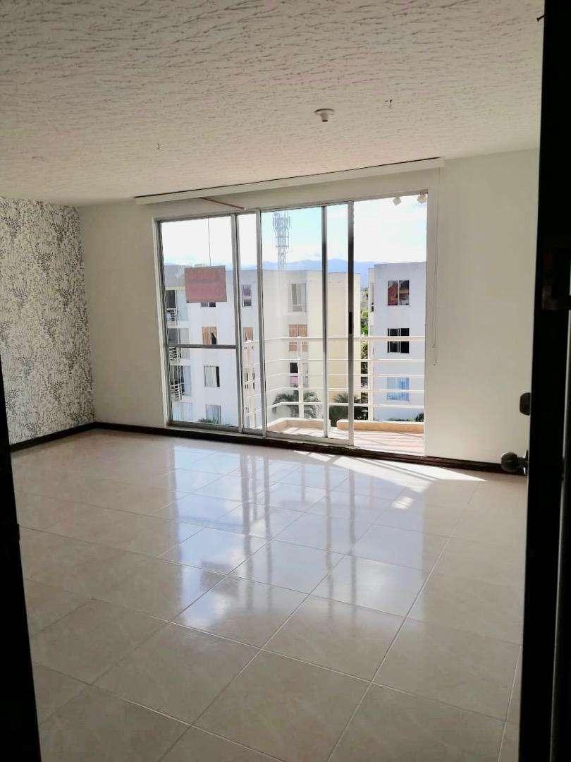 Amplio apartamento con balcón de 83 m2 con 3 habitaciones, 2 baños, mini estudio, cocina integral, parqueadero cubierto 0