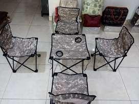 Juego de sillas y mesa plegable
