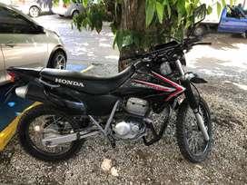 Se vende moto Honda Tornado 250