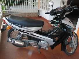 Vendo moto en buen estado con papeles al día