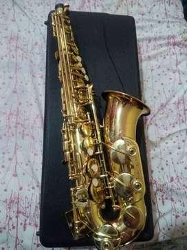 Saxofón saco alto MENDINI