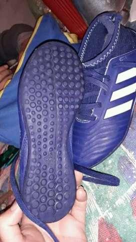 Vendo botín fútbol 5 Adidas original talle 30