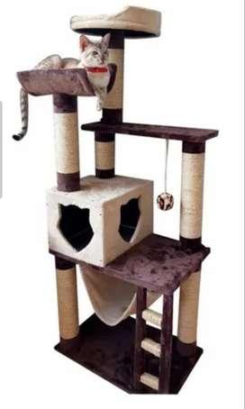 Gimnasio y rascador para gato