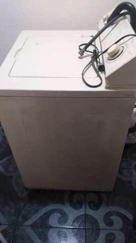 Se vende lavadora whirpol americana esta funcional  como se ven  las fotos