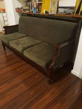 Sofá de madera de guayacán
