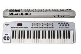 Teclado Controladora M-audio Oxygen 49 (2a Gen.) + Base