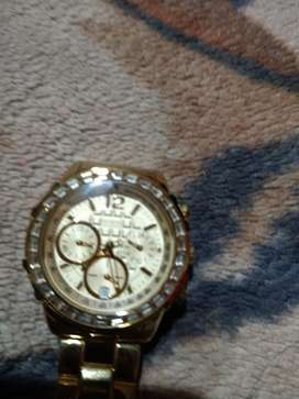 Reloj Guess de dama. Nuevo con cristales swarovsky lo mejor de guees