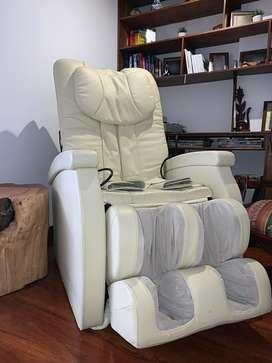 Silla masajeadora reclinable electrica blanca
