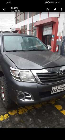Se vende Toyota hilux año 2013 4x4 con aire acondicionado
