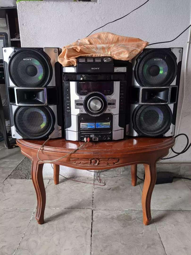 Equipo de sonido con amplificador