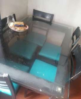 Se vende comedor de 6 puesto en vidrio 19 mm en excelente condiciones