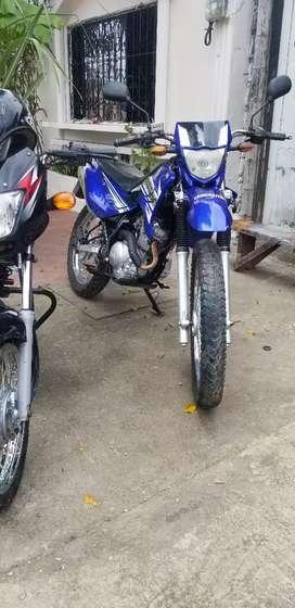 Vendo motivo de viaje  linda moto xtz 125