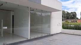 Alquiler local comercial esquinero, edificio Solarium .