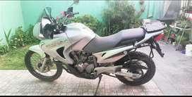 Particular vende excelente moto honda transalp 650