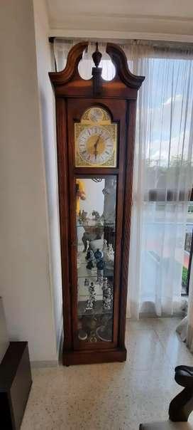 Reloj vertical antiguo Howard Miller