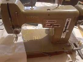 Maquina de coser 180000