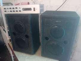 amplificador. con sus parlantes