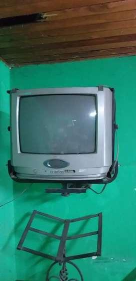 Televisor antiguo en 100.000 negociable con base