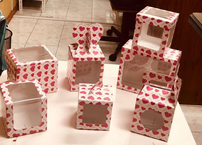 Cajas Para chocolates , cupcakes , pasteles , dulces , frutillas , comida rapida , alfajores , chocotejas , macarrons 0